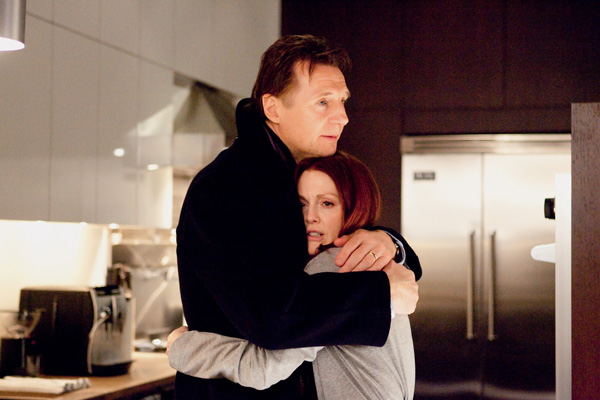 chloe-movie-image-liam-neeson-and-julianne-moore-2